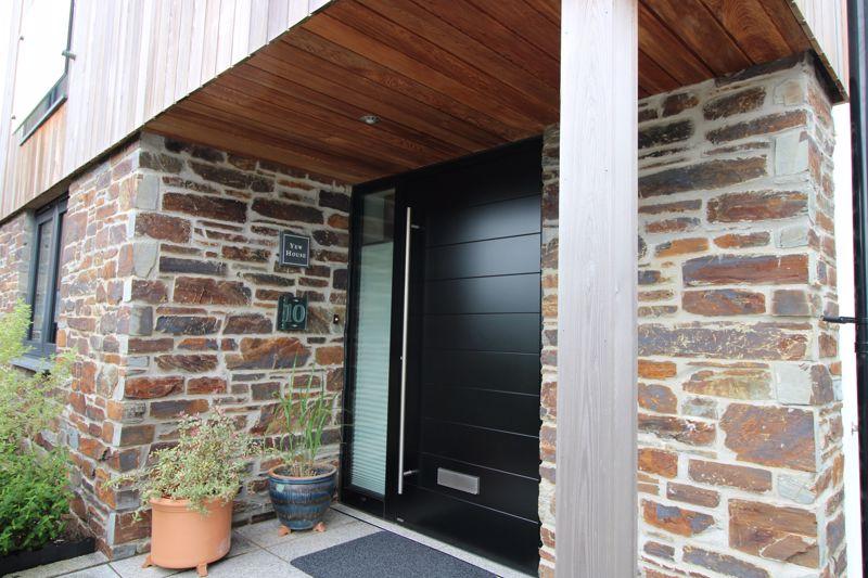 Attractive covered porch
