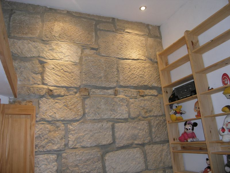 Portland Stone Wall (Bedroom 2)