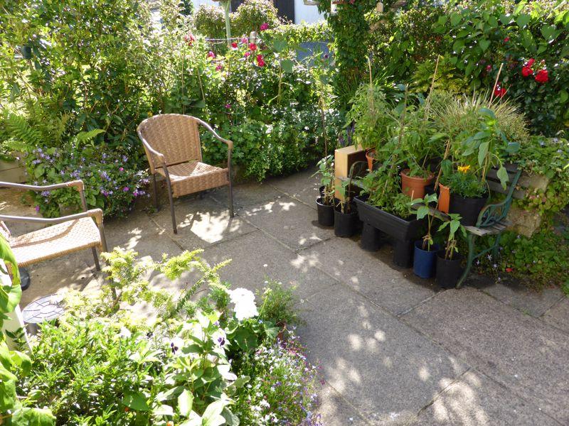 Attractive private garden