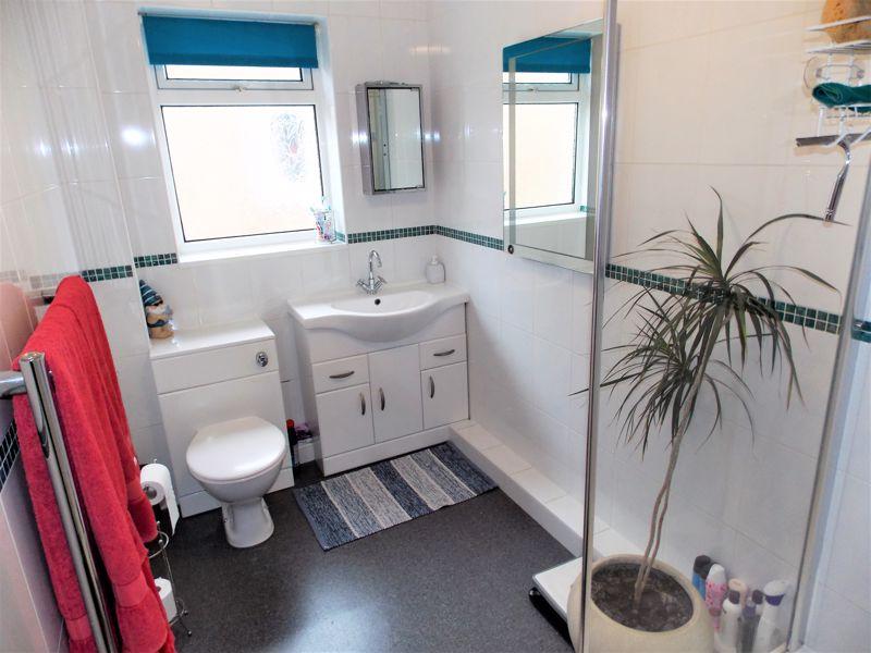 Spacious Shower Room