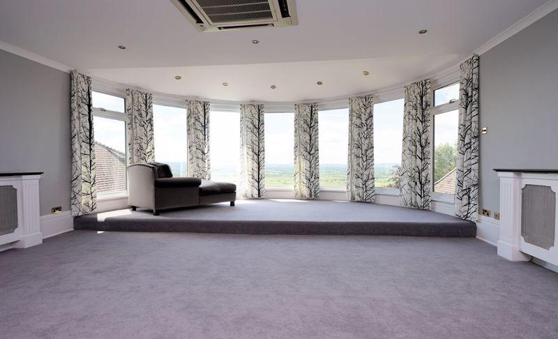 Galleried sitting room