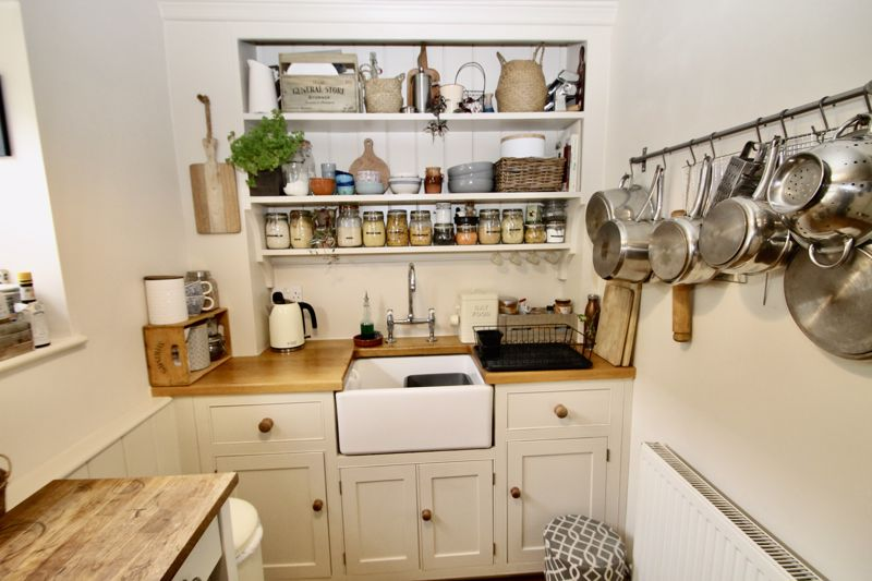 Kitchen (bespoke units)