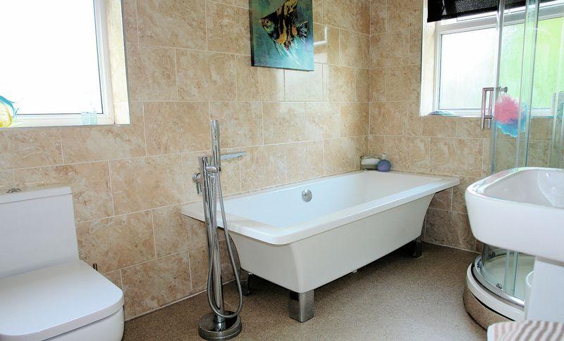 Superb full bathroom