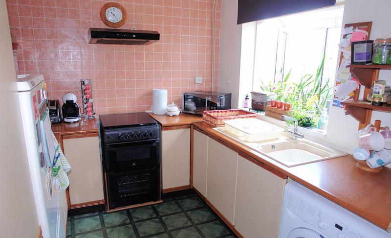 Kitchen with oriel window