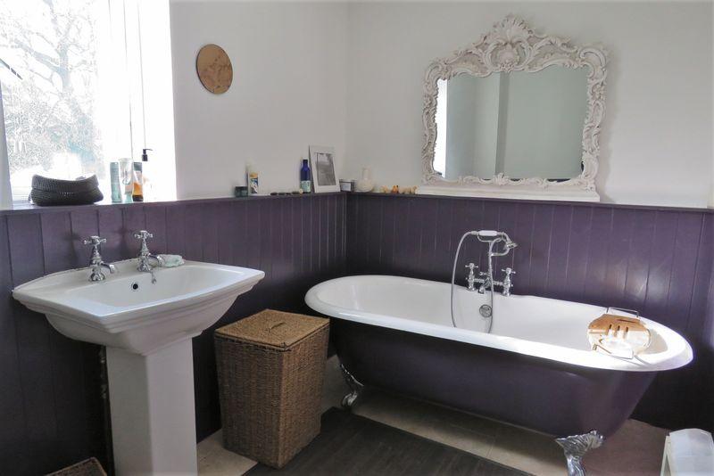 En-Suite Bath / Shower Room