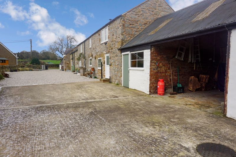Garage & Outbuildings