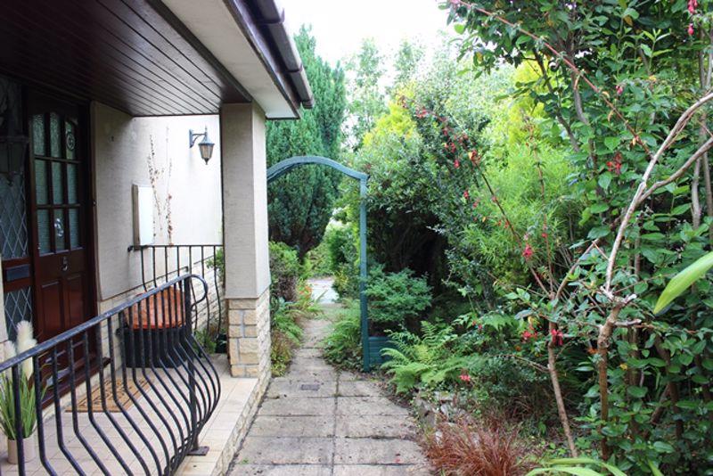 Oaktree Close Holmbush