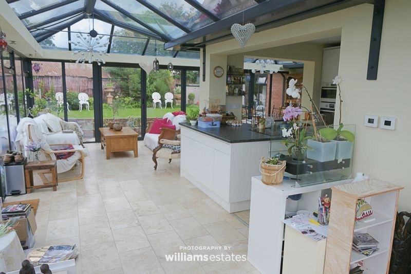 kitchen/ living/ conservatory 01