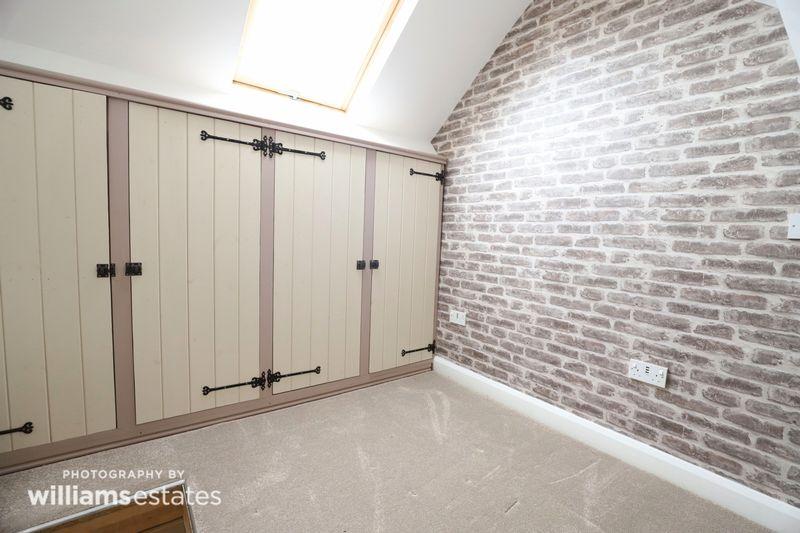 Loft Room 01