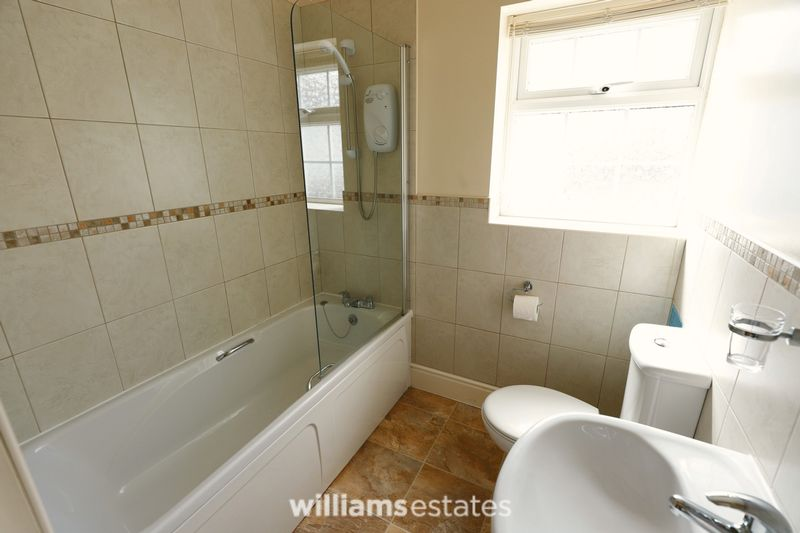 holiday cottage - bathroom