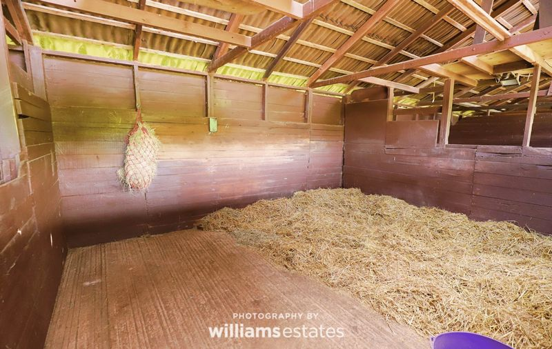stables 04