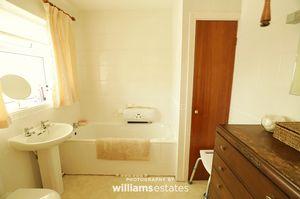 en-suite/ bathroom