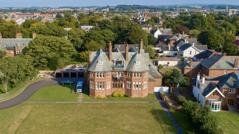 Wellsbourne House, Savoy Park