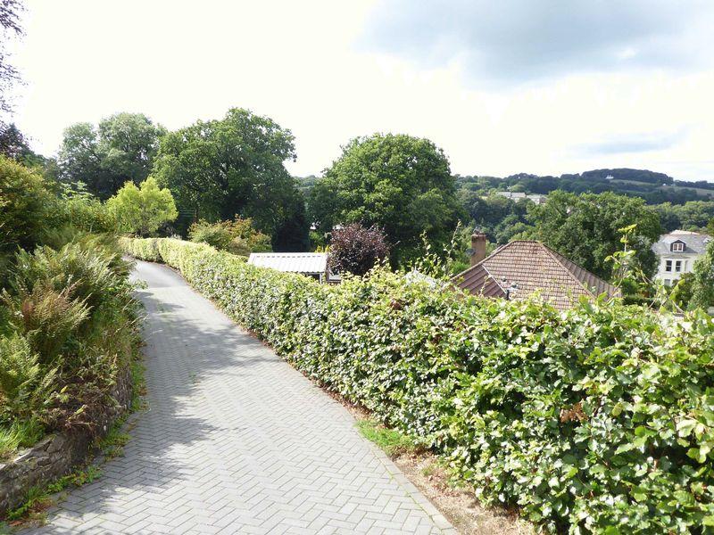Tors Road