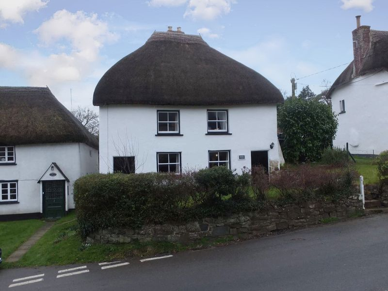 3 Bedrooms Property for sale in Crockernwell, Devon