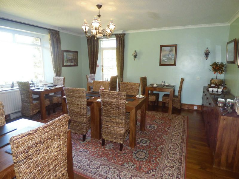 Breakfast/ Dining Room