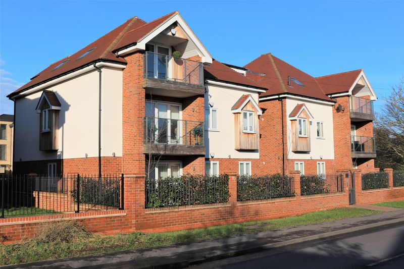 Chigwell Heights, Manor Road