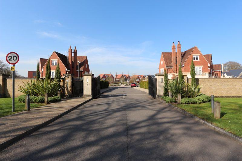 Chigwell Grange, High Road