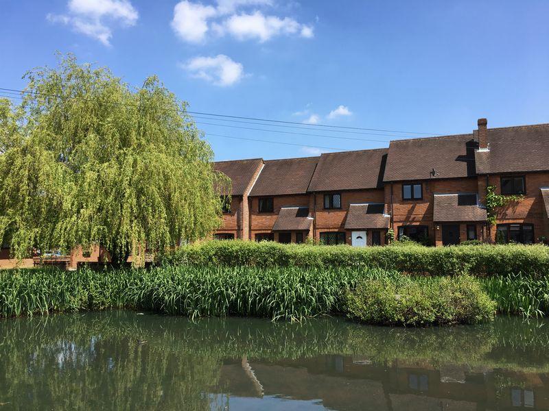 Pond Cottages Lane End