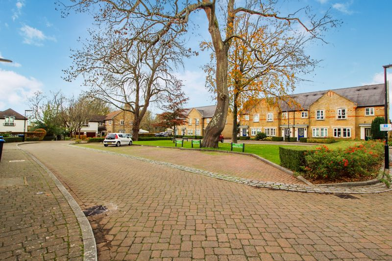 Grenadier Place Caterham On The Hill