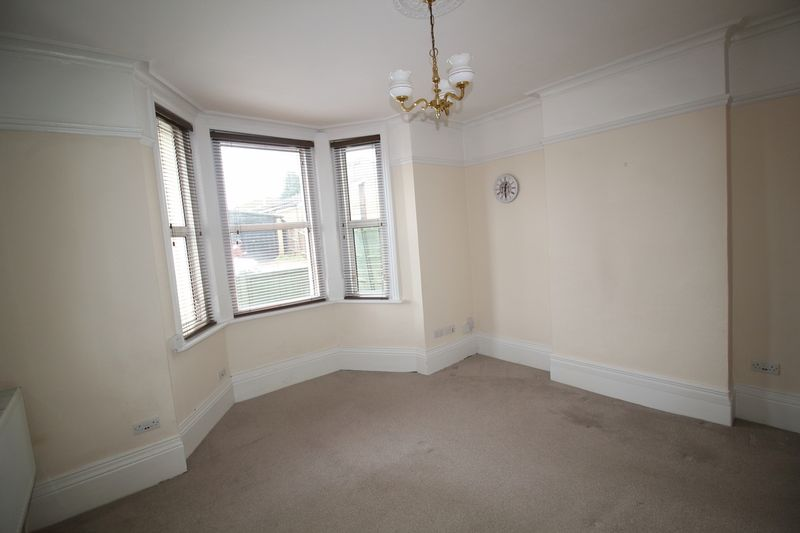 EXISTING GROUND FLOOR FLAT LIVING ROOM