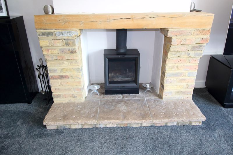 FIREPLACE IN THE LOUNGE - STOVAX
