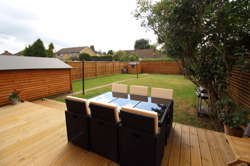 DECKED SEATING AREA & GARDEN