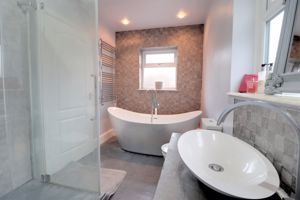 Jack & Jill En-Suite Bathroom