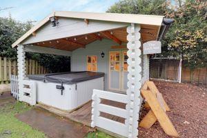 Garden Bar/Hot Tub