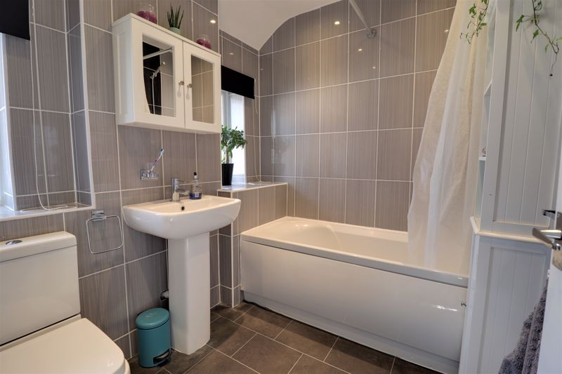 Modern Re-Fitted Bathroom