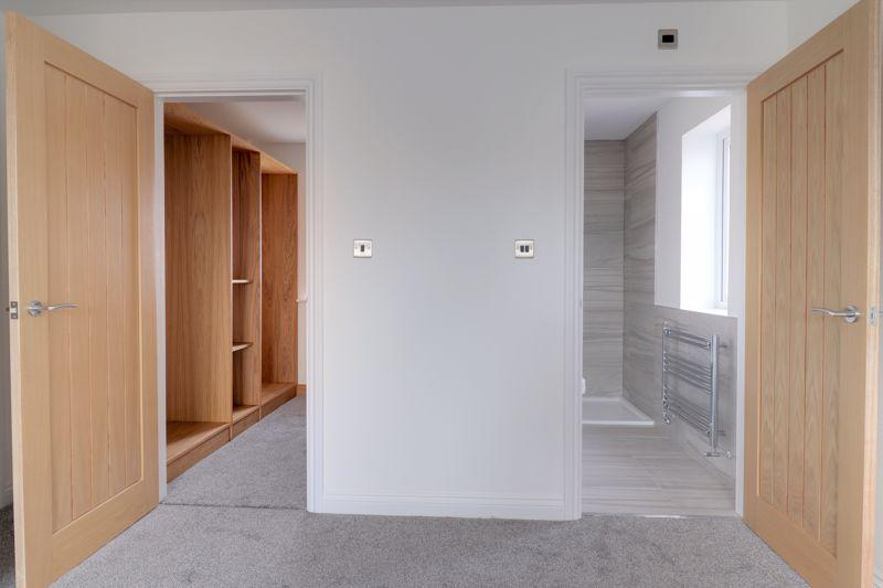 Master Bedroom En-Suite & Dressing Room