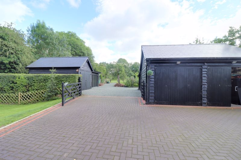 Driveway And Garages/Workshop