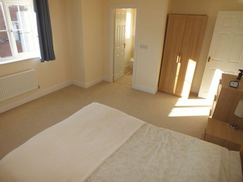 Master Bedroom to En-suite