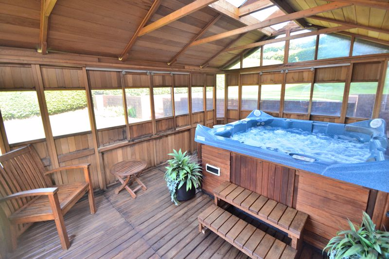 Summerhouse with Hot tub