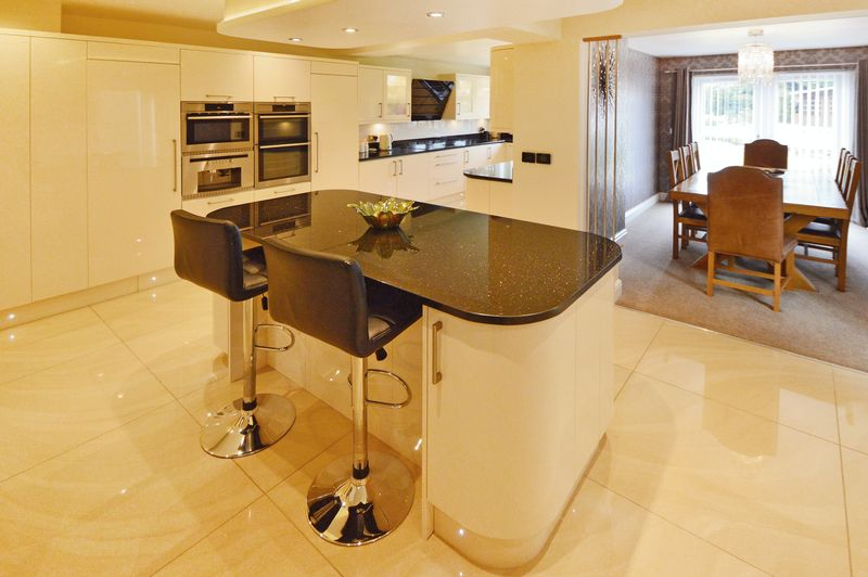 Kitchen/ Breakfast Room