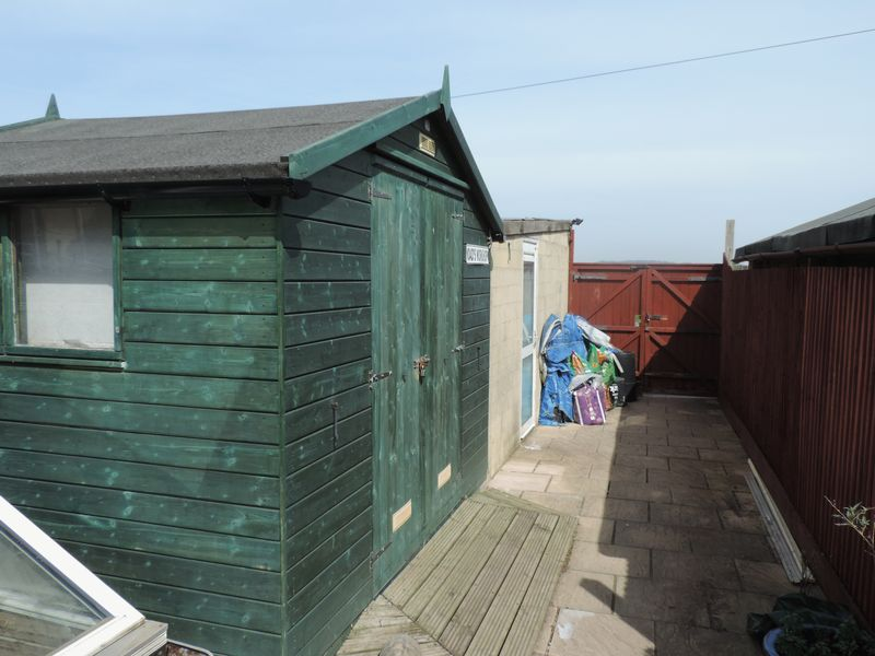 Rear Garden Shed & Garage