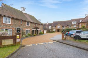 Ellis Way Lane End