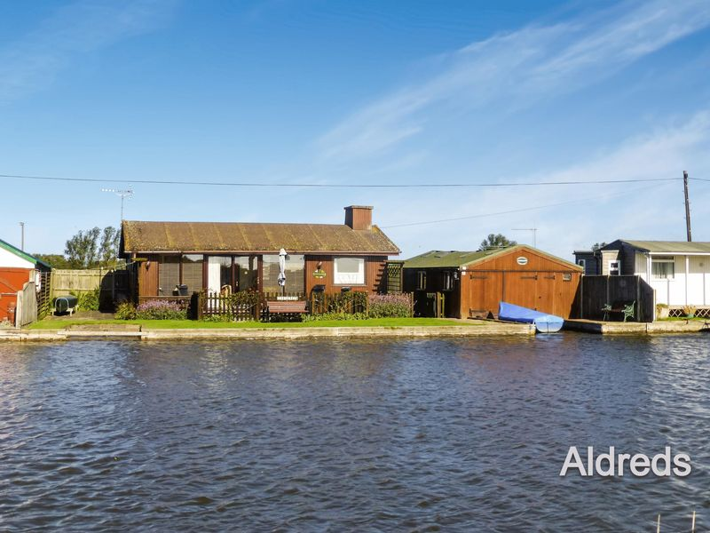 67 North East Riverbank Potter Heigham
