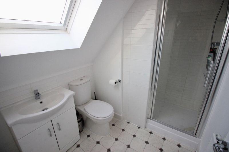 En suite to top floor