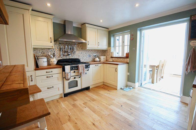 Cottage-style Kitchen