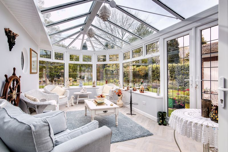 Conservatory for 14 Knighton