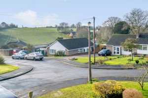 Kingsbourne Close Winterbourne Dauntsey
