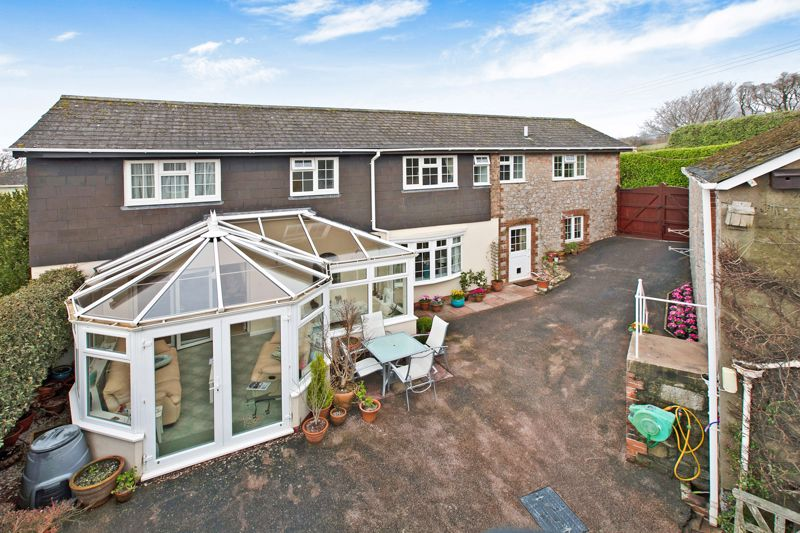 12a Fluder Hill Kingskerswell