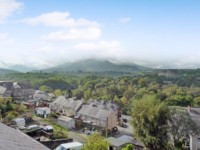 Coetmor Mount