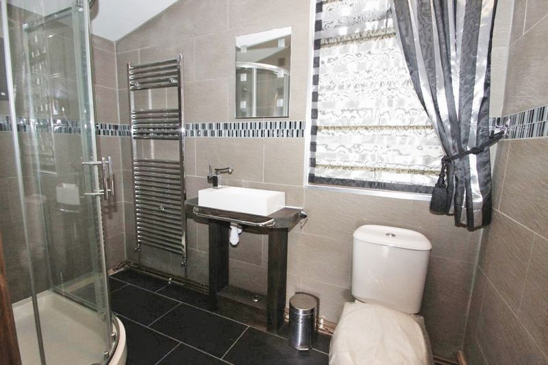 Shower Room Photo 2