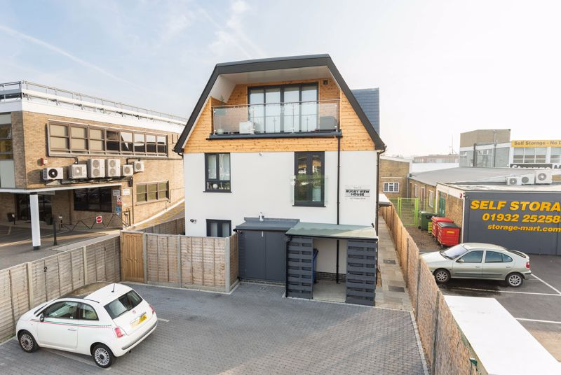 402 Molesey Rd