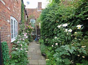 Access through courtyard