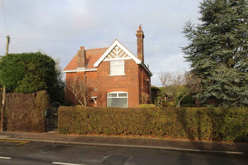 29 Station Road Hopton-on-Sea