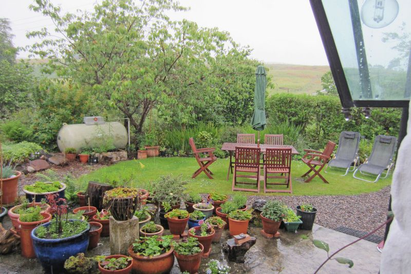 3 bedroom proprety sold stc in isle of skye re max for Garden offices for sale scotland