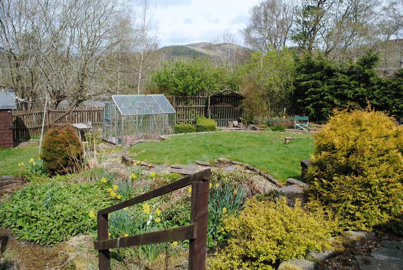 3 bedroom proprety for sale in biggar re max scotland for Garden offices for sale scotland